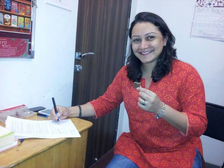 Priya Fonseca signs her contract!