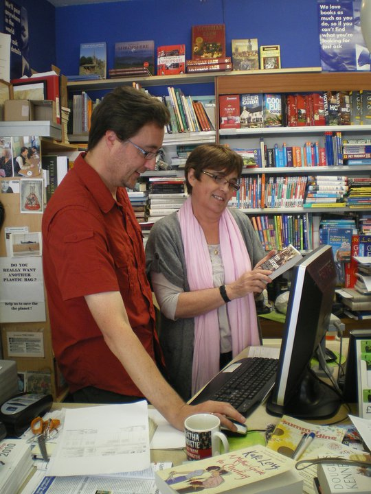 Burway Books owner, Ros Ephraim, shows Simon how not to order 50,000 copies of his latest book during Independent Booksellers Week. (Photo credit: Burway Books)