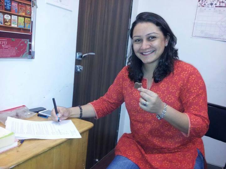 Priya Fonseca signs her contract!